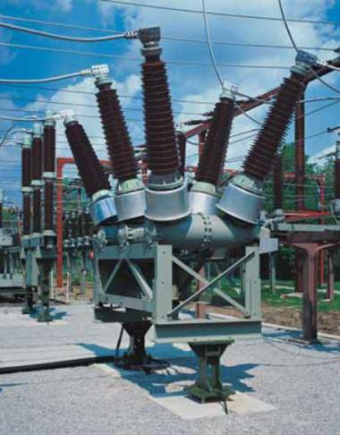 Difference Between  Live and Dead Tank Circuit Breakers